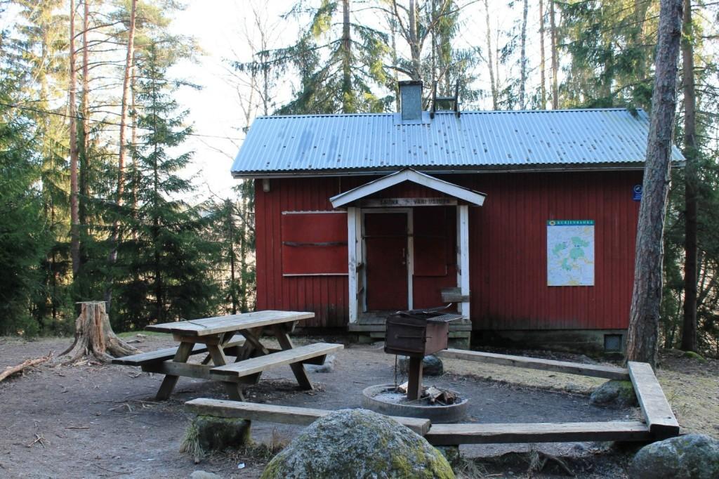 Pähkinämäen varaustupa ja sauna sekä tulipaikka