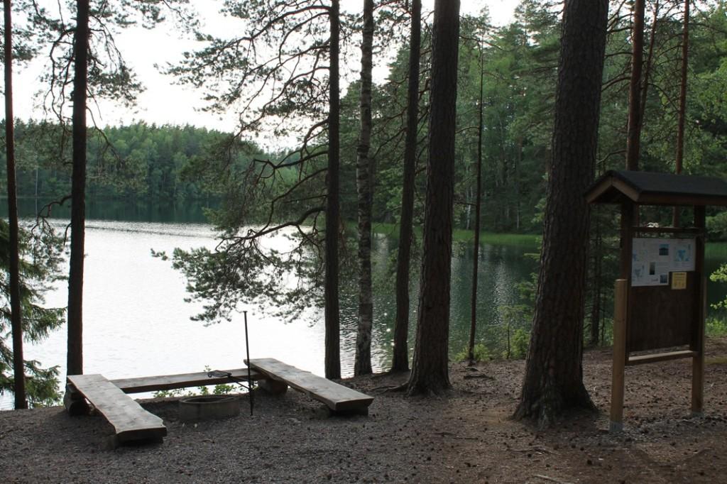 Iso-Valkee järven pysäköintipaikka