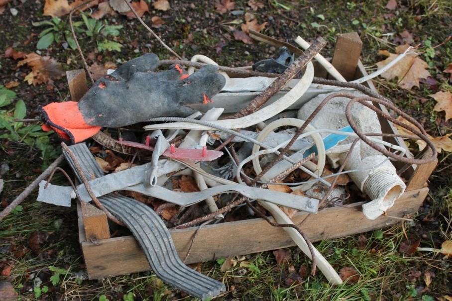 Raision kaupungin hyväksynnällä jätteitä piilotettiin tien alle.