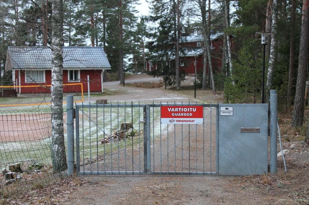 Viherlahden leirikeskuksen portti on kiinni