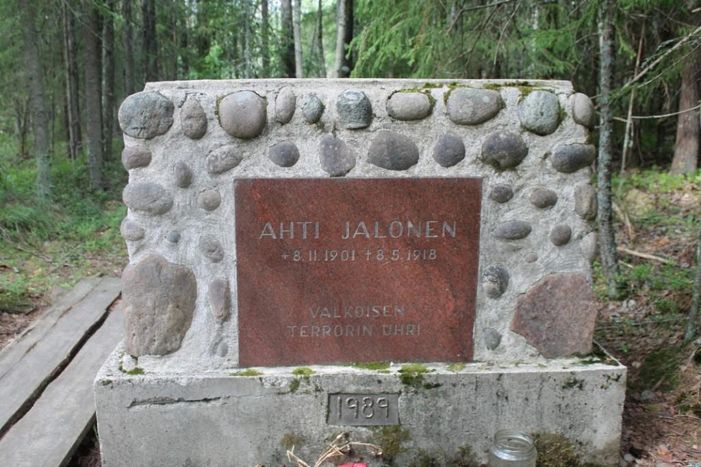 Ahti Jalosen hautamuistomerkki